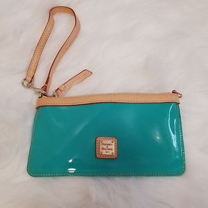 💗 Dooney & Bourke teal & leather trim wristlet